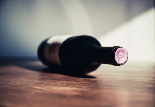 Flaskehalsen peger på